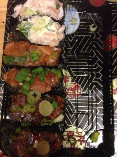 spicy tuna gunkan, spicy salmon gunkan, crab meat
