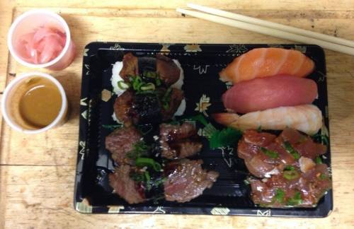 spicy tuna gunkan, steak nigiri, mixed nigir