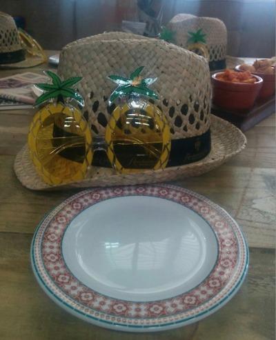 Revolucion de Cuba hats and glasses